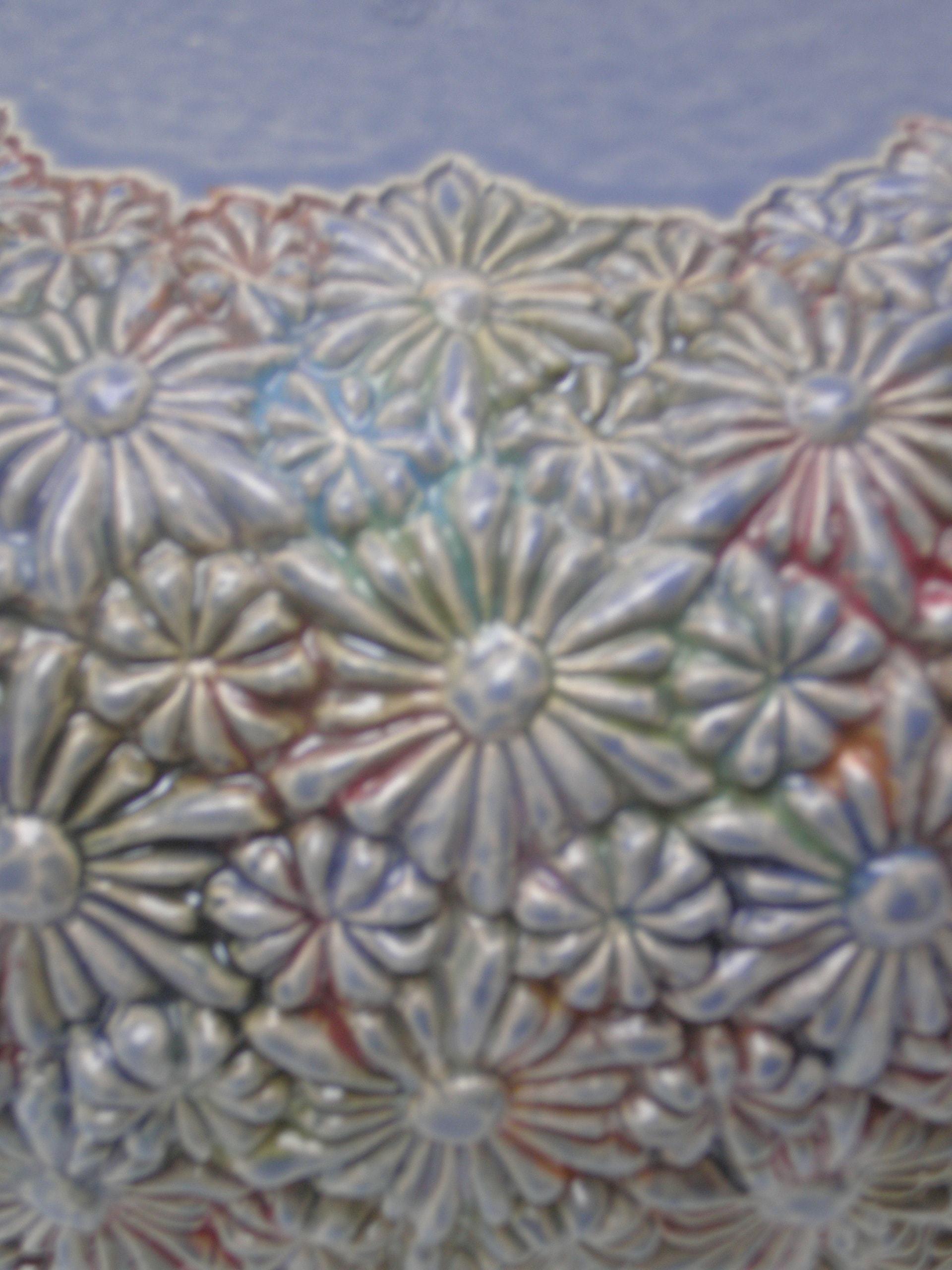 bloemen urn paars, detail
