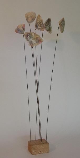 bloemen op koperdraad